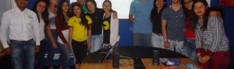 izq. a der. Yunior Rondon, Gabriela Trejo y grupo del Curso de Guia de Turismo del INCES